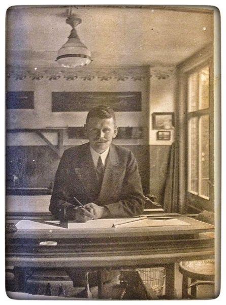 Emil Leemann in seinem Büro