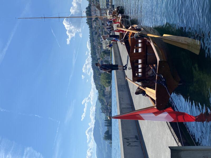 8 nautische Schönheiten, wie Perlen entlang der Hafenmole aufgereiht